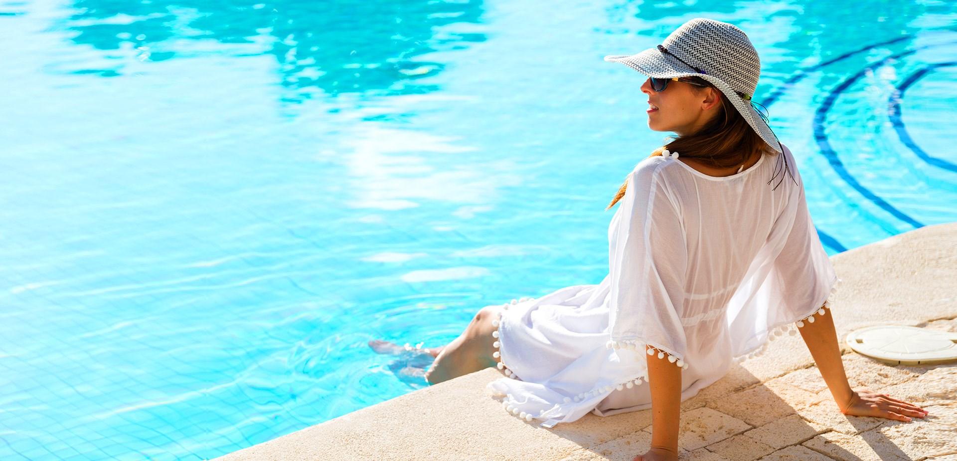 E- Hotel - pool